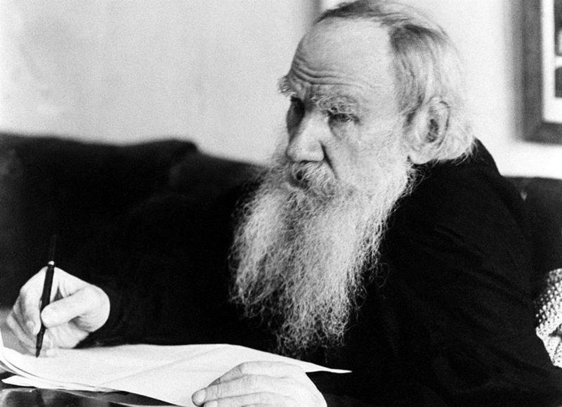Лев Толстой умер – а власть, разоблаченная им беспощадно, по сей день жива