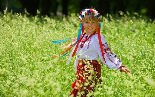 Славянская детская одежда: связь между человеком и природой