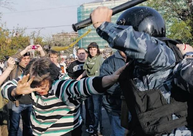 Полицейская дубина как средство заработка оппозиционеров?