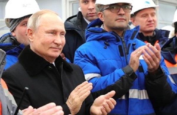 Россияне не понимают, почему Путин гордится платной дорогой, которую строили восемь лет