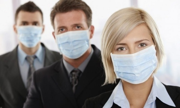 Маски против вируса бесполезны – но, может, они верно мотивируют?