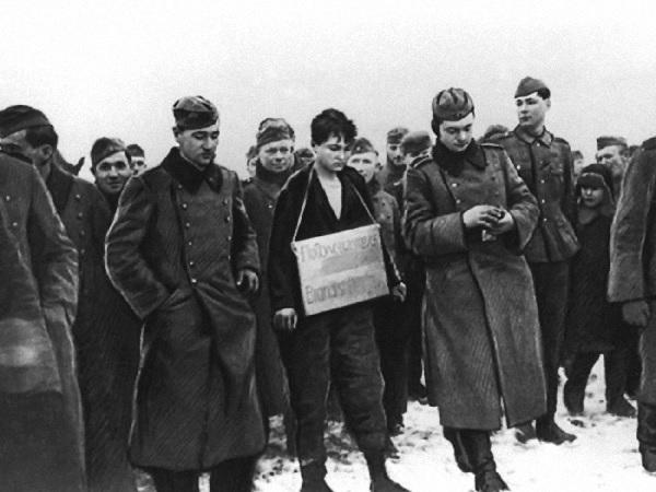 Зачем немцы фотографировали казнь Зои Космодемьянской