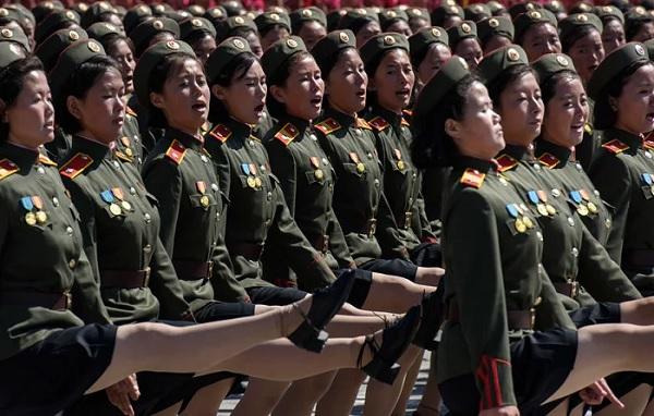 Зачем солдаты-девушки Северной Кореи наматывают на ботинки верёвки