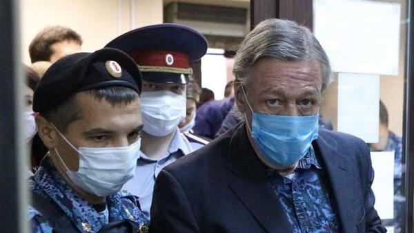 Попытка хамить и валять дурака в суде обошлась Ефремову в 8 лет колонии
