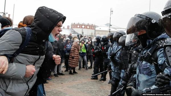 Бодался Навальный с режимом. Что дальше?