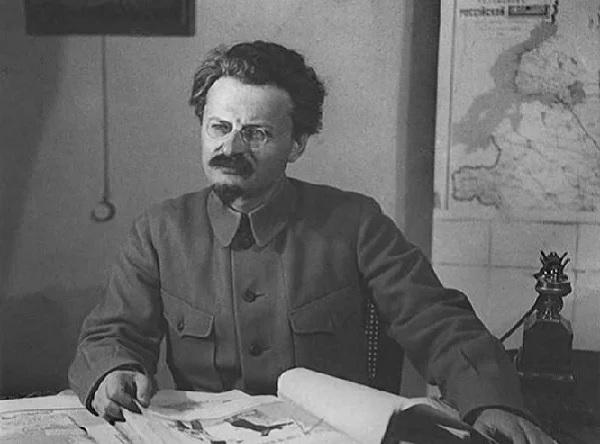 Что хотел сделать Лев Троцкий