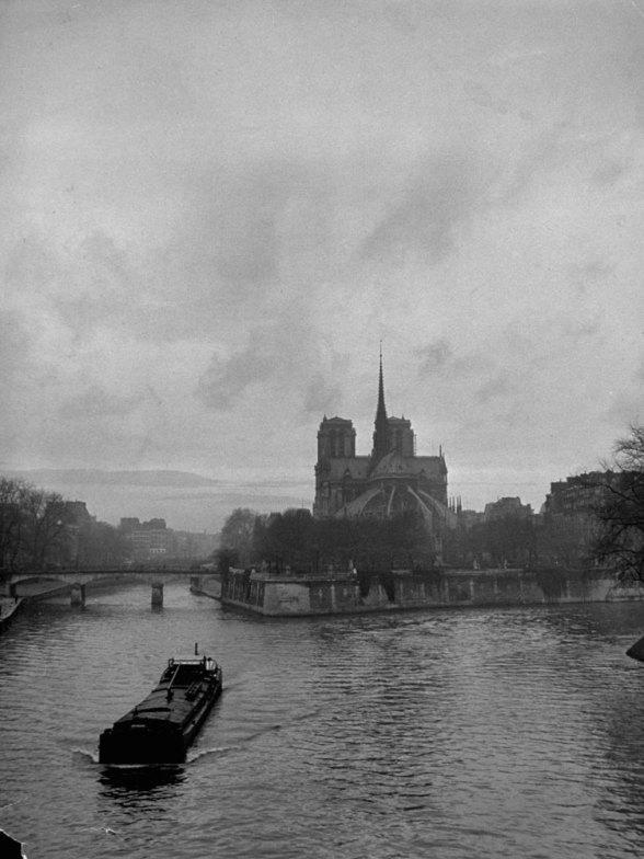 131121-paris-1946-notre-dame-03