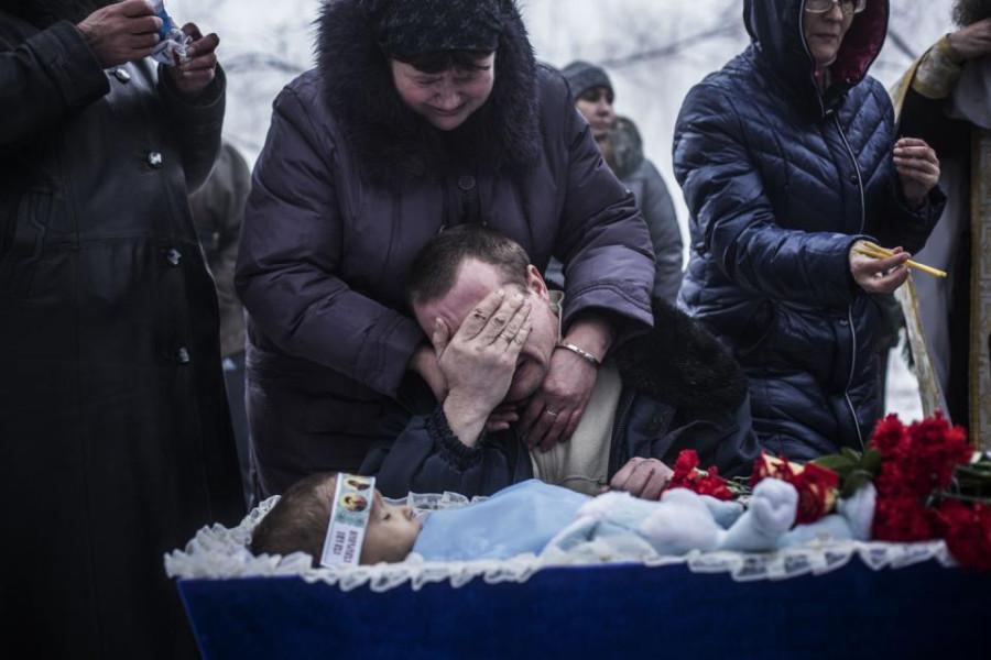 Ребеночек в гробу.
