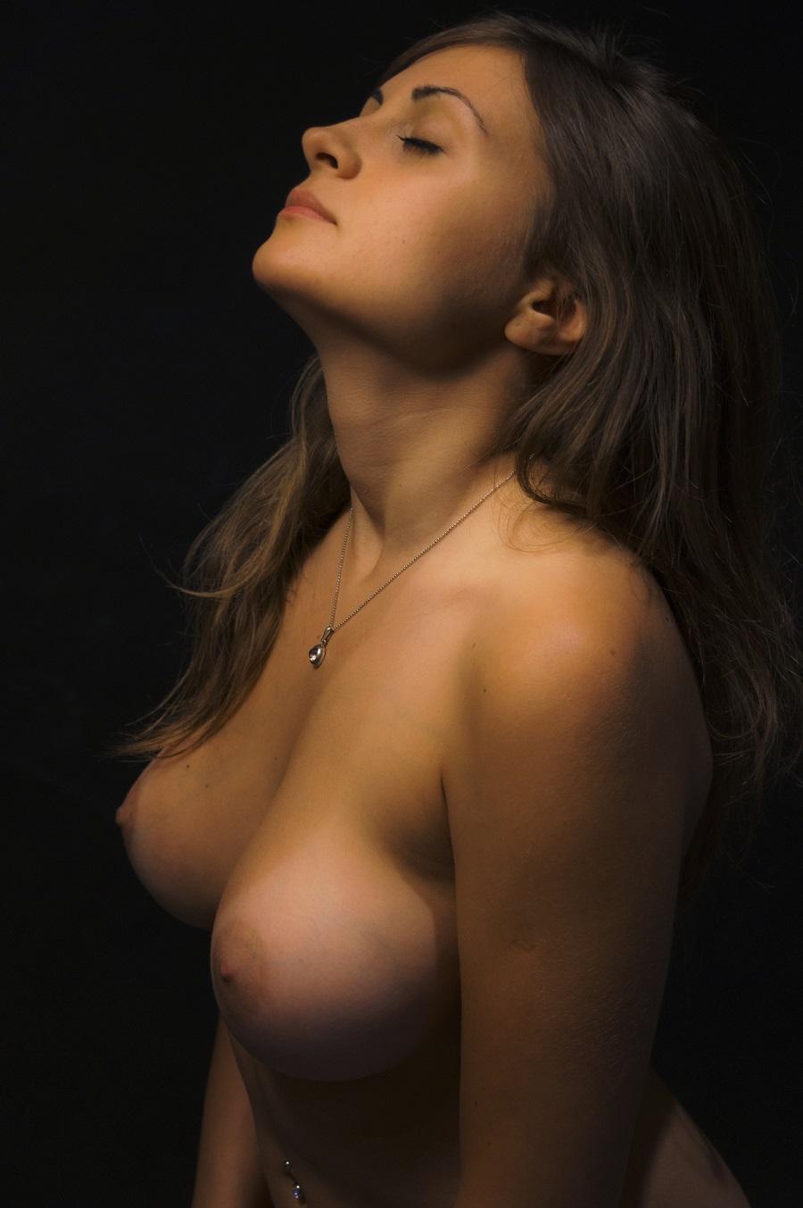 israel-hot-woman-nake