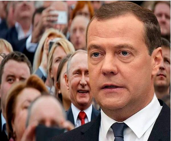 Медведев: россияне могут быть довольны правительством, потому что растут реальные доходы
