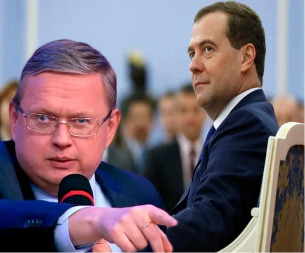 Почему Медведев держит 10 триллионов рублей в резервах, а не развивает на эти деньги экономику?