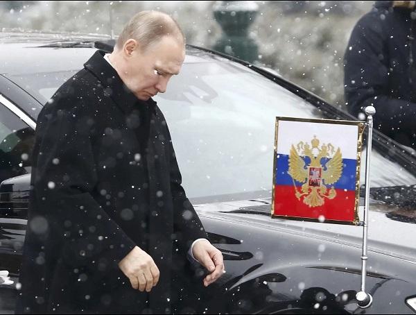 Теперь падает и доверие к Владимиру Путину