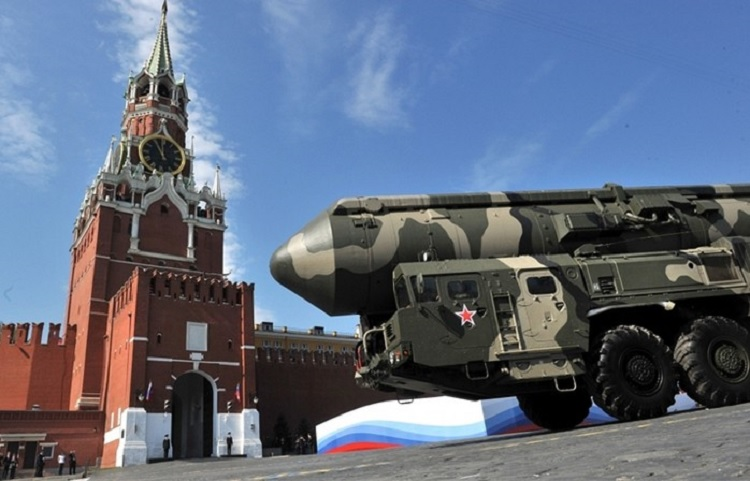 Если завтра война: Кремль нажимает на ракеты, но игнорирует боевой дух
