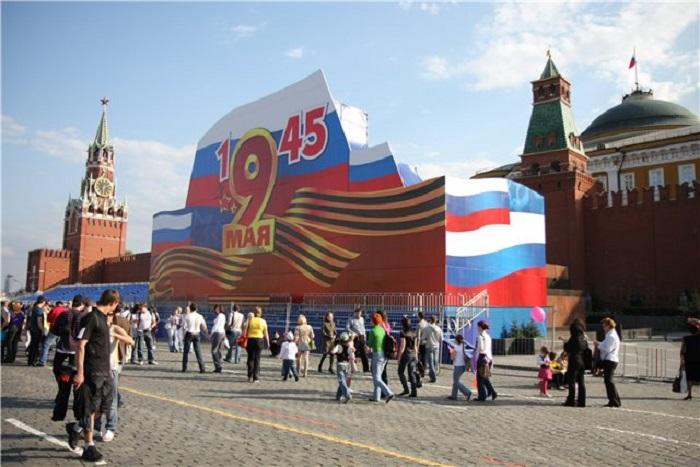 Зачем антисоветская власть хочет примазаться к великой советской Победе