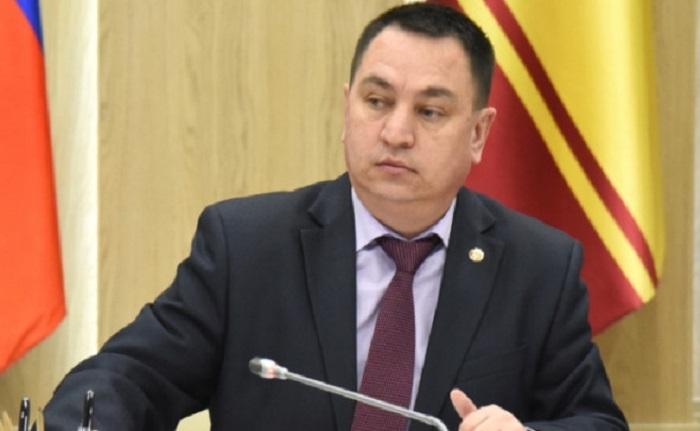 В Чувашии чиновник объяснил низкие зарплаты бюджетников ленью