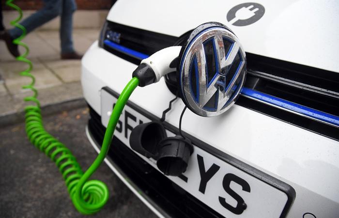 Революция электромобилей грозит гибелью сидящей на нефтяной игле России