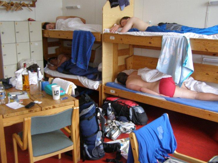 Совет Федерации принял закон о запрете размещать хостелы в жилых помещениях