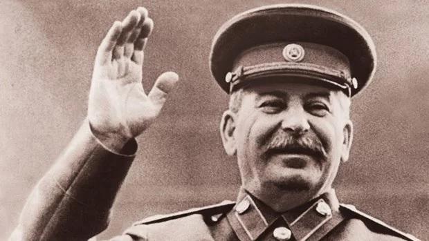 О страхе нашей власти перед мертвым Сталиным: и кто кого живей?