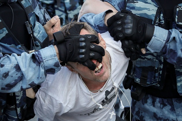 Несколько тысяч москвичей вышли на улицы из-за выборов в Мосгордуму