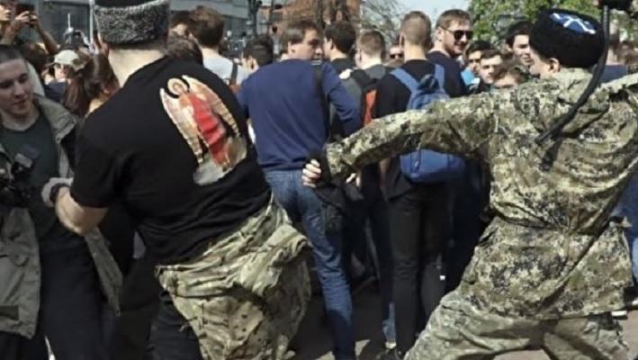 В Москве группа казаков напала на бездомных, несколько человек получили ожоги