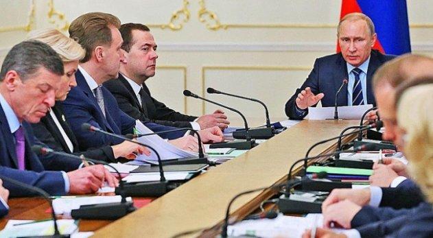 Чем Путину так дорог наш кабмин – эта команда экономических неудачников?