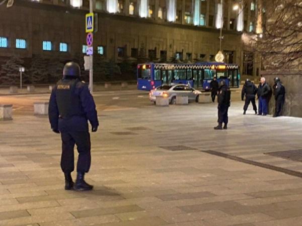 «Коммерсантъ» рассказал подробности стрельбы у здания ФСБ в Москве