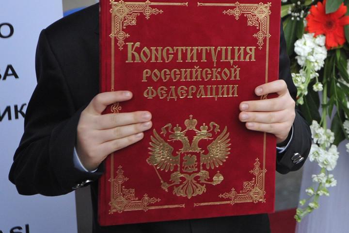 Высшая власть РФ заговорила об изменении Конституции. К чему бы это?