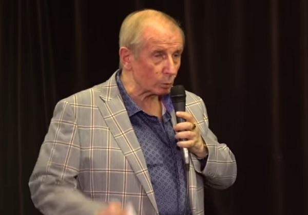 Веллер отвечает на вопросы после литературного концерта