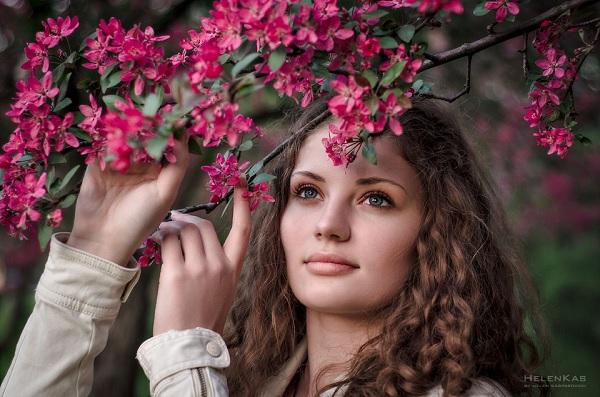 Весну не зря рисуют женщиной красивой