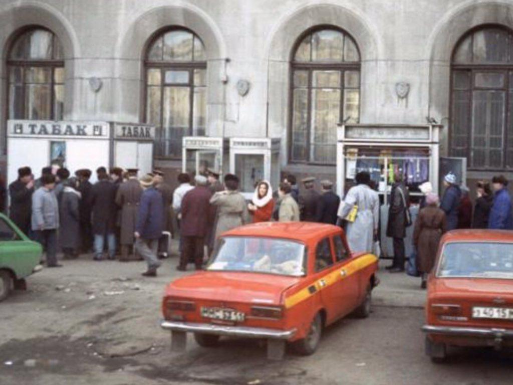 Под Петербургом приостановили табачные заводы, дефицит сигарет может коснуться всей страны