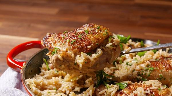 Замечательный ужин с курицей и рисом