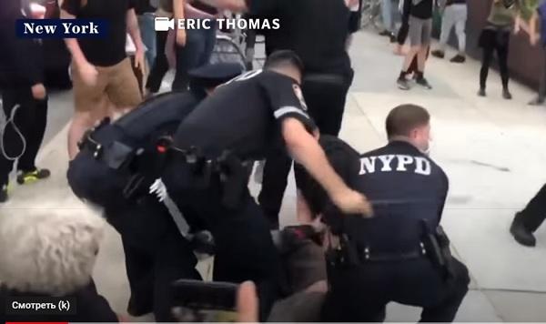 США захлестнула волна гражданских беспорядков