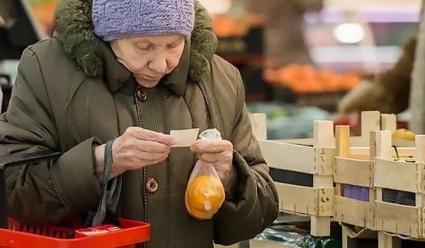 Как прожить на ту пенсию, что платят в России?