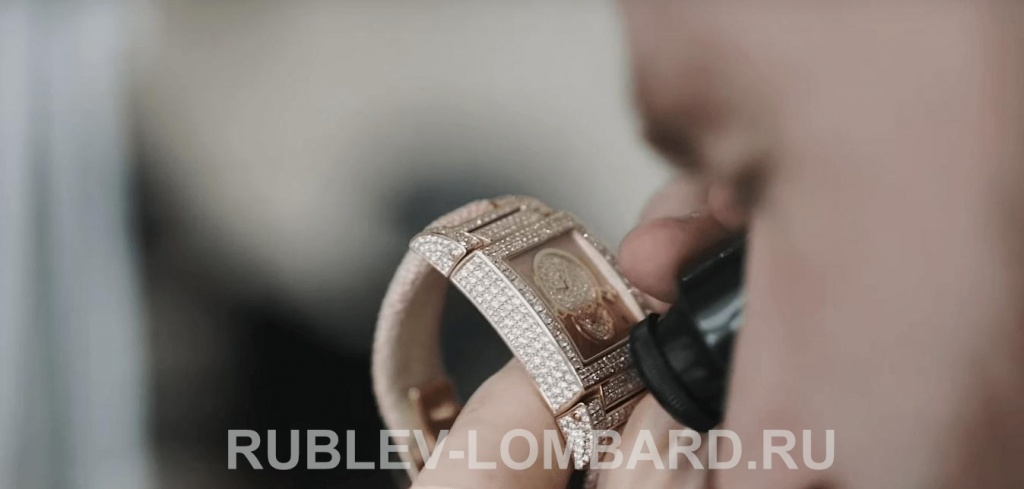 Полировка швейцарских часов в часовой мастерской Рублевский