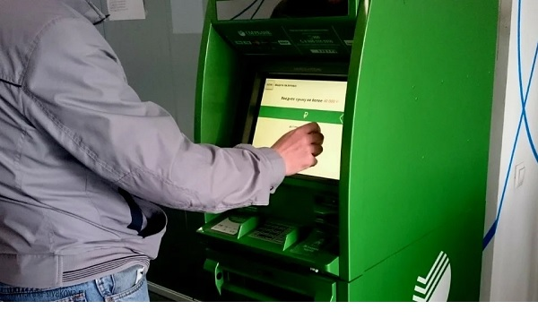 Какие денежные переводы граждан теперь будут контролировать: внесены новые поправки в закон