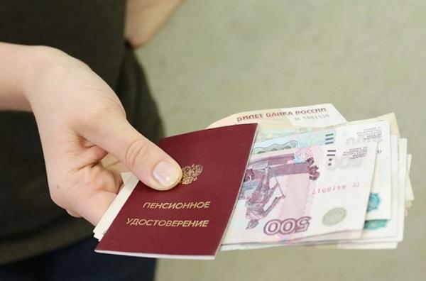 На продукты пенсионерам в текущем году выплачивают по 2000 рублей. Как их получить?