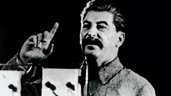 Сталин не воровал и другим не давал.Казнокрадов, ворюг и коррупционеров сажал надолго в лагеря