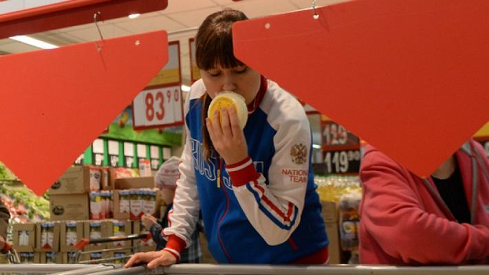 Минздрав просят наклеить значки STOP! на жирные и соленые продукты