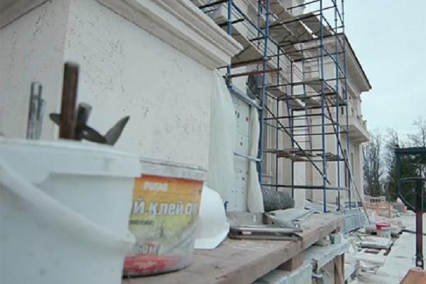Внутри дворца в Геленджике нашли «один сплошной бетон»