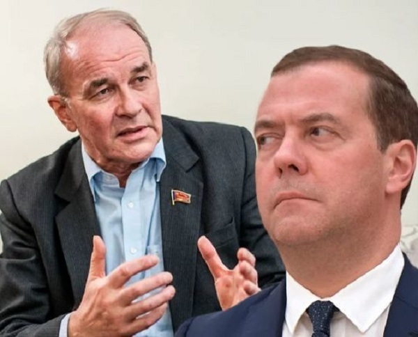 В России пятая колонна не просто есть в правительстве Медведева, а она управляет страной