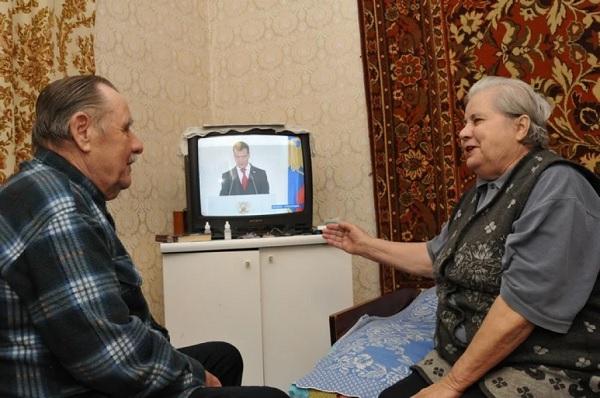 Чем пенсионерам грозит просмотр телевизора