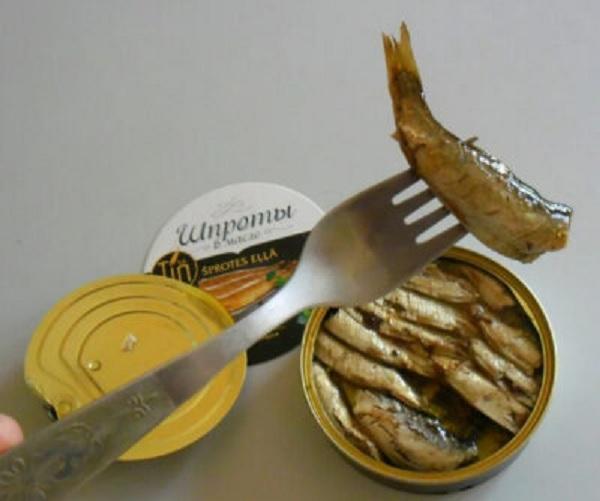 Из какой рыбы делают шпроты, и почему они так называются