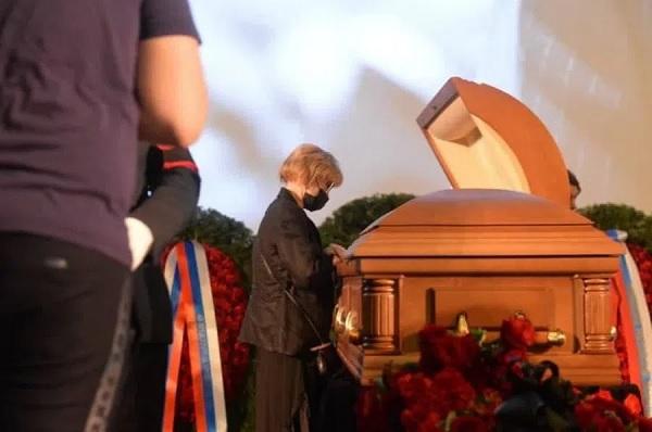 В Москве простились с умершим от коронавируса актером и режиссером Владимиром Меньшовым