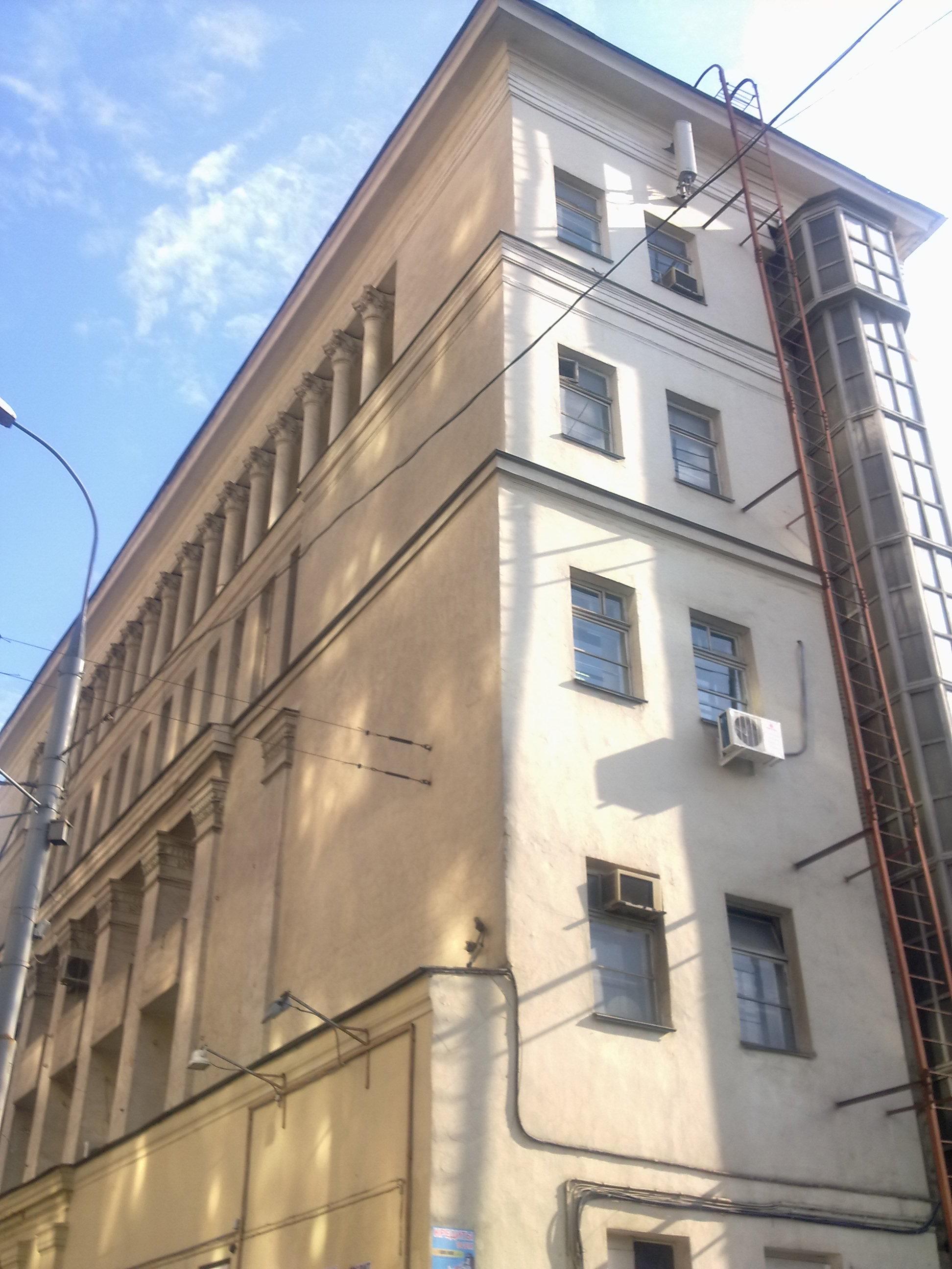 Фасад здания киностудии