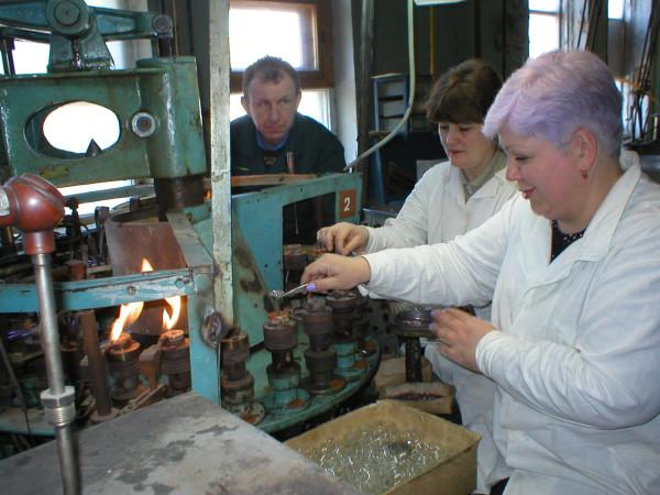 изготовление стеклянной ножки прибора