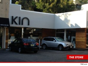 0917-amanda-bynes-kent-store-sunset-plaza-west-hollywood-driving-article-store-3