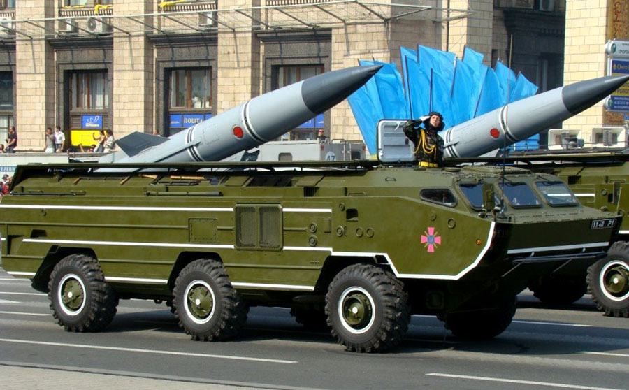 OTR-21_Tochka_missiles_during_the_Independence_Day_parade_in_Kiev