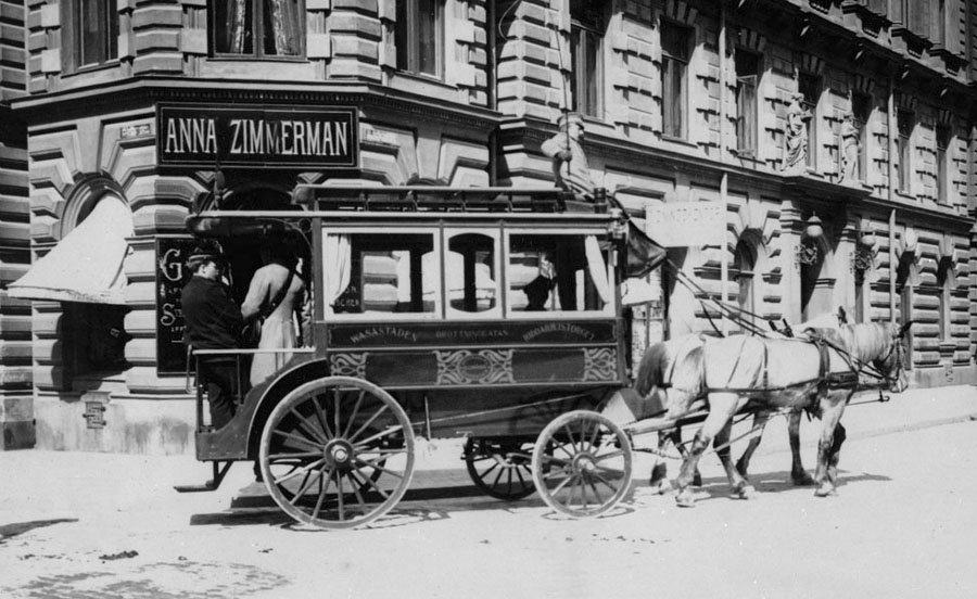 Horse_bus_in_Stockholm_1902