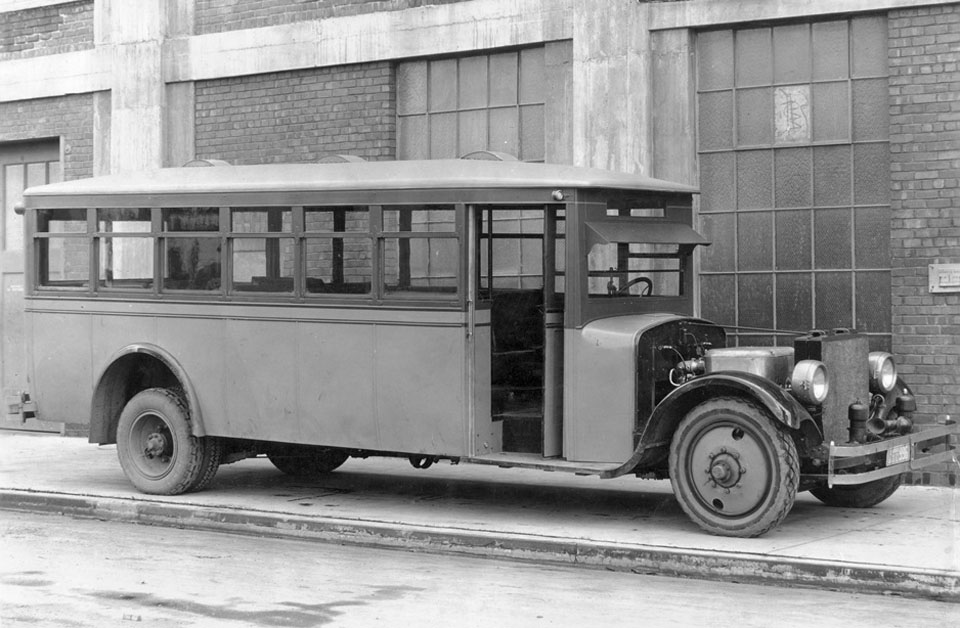 doble_steam_motor_bus_california_front-detroit-motor-co