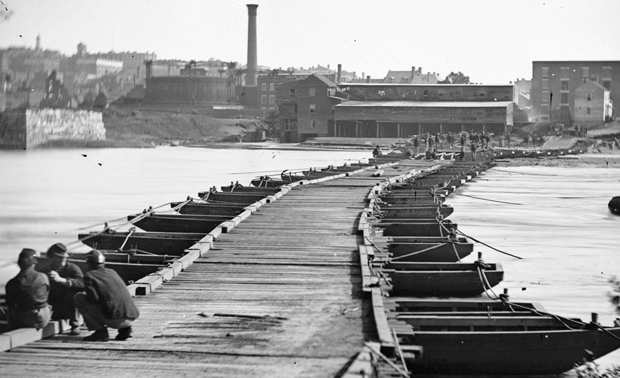 A-Pontoon-bridge-near-Petersburg-Virginia-in-April-of-1865.-LOC